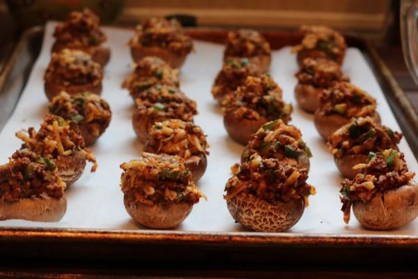 queso fundido stuffed mushrooms