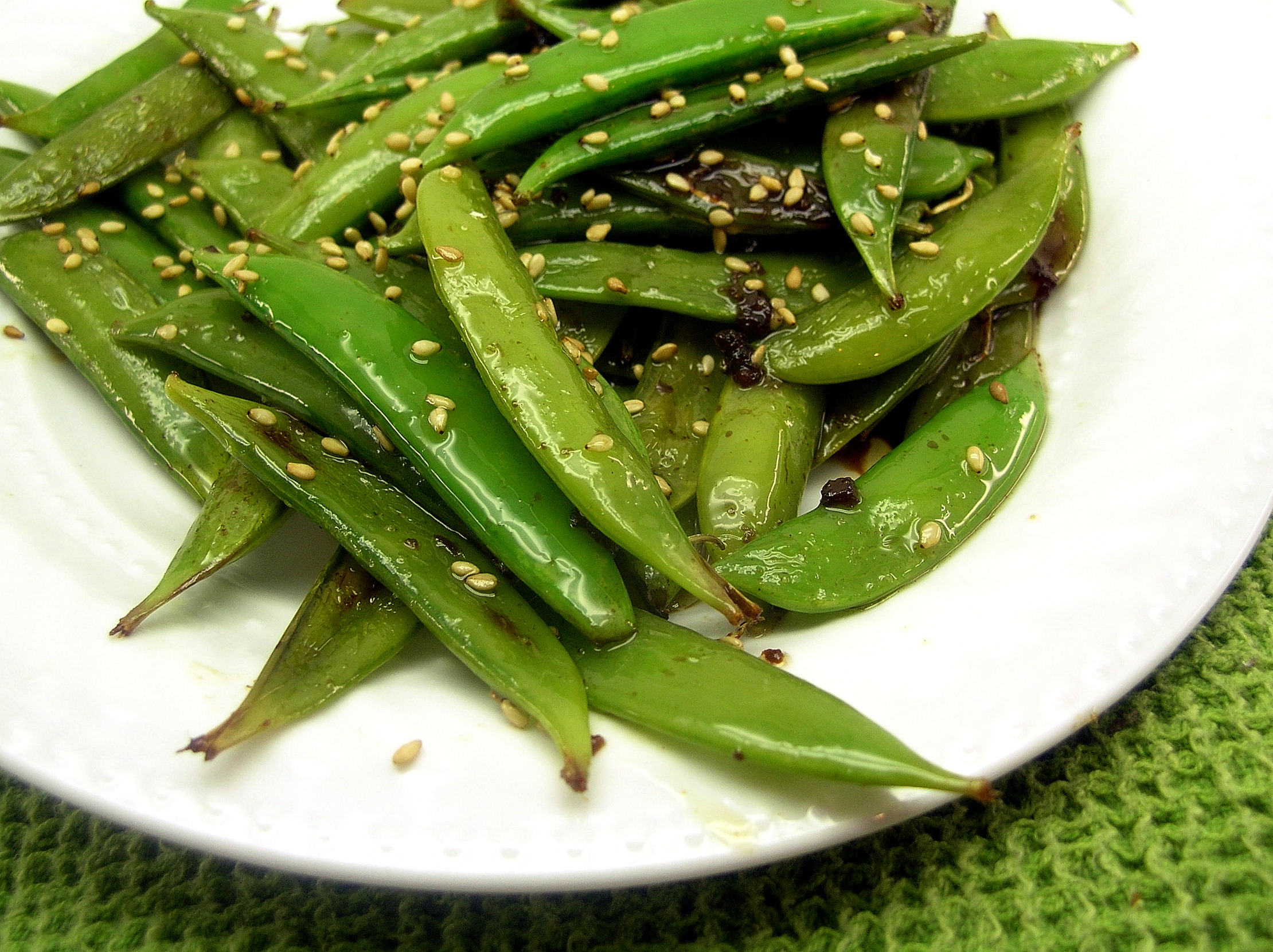 Sesame Sugar Snap Peas | Dishin & Dishes