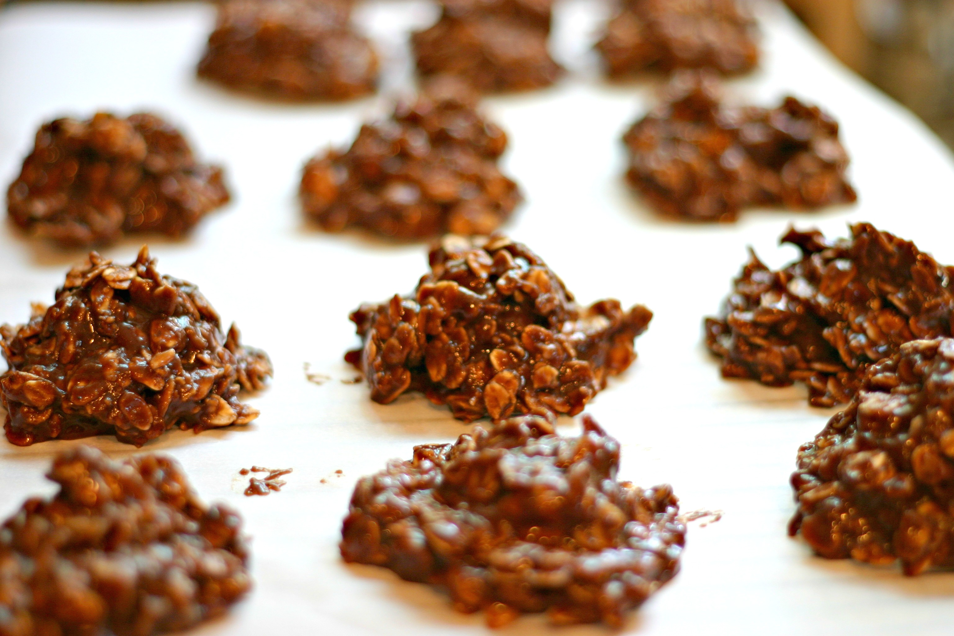 Nutella No-Bake Cookies | Dishin & Dishes