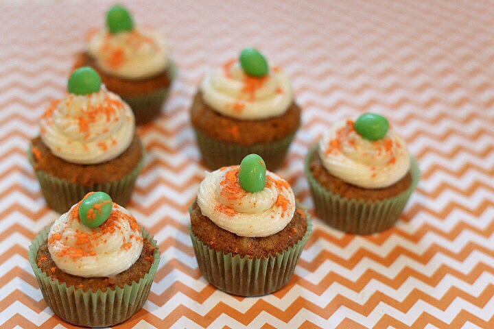 Mini carrot cake cookie cups